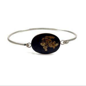 Vintage delicate flower in resin bracelet